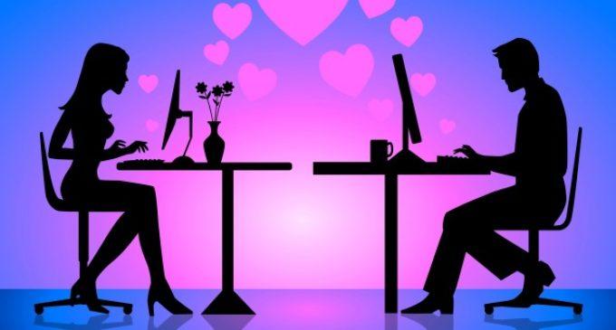 Avoir recours aux applications et sites de rencontres pour tisser des relations amoureuses